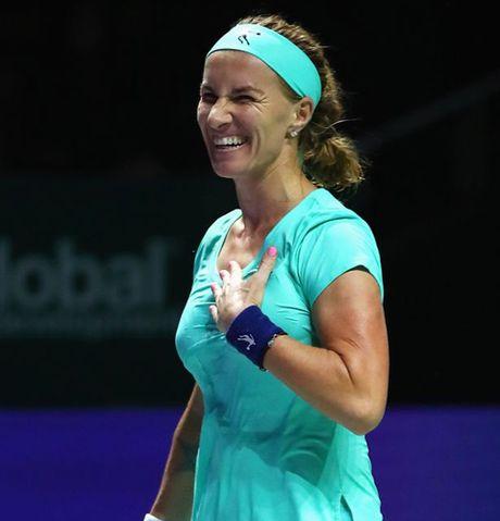 Kuznetsova cat toc... trong luc thi dau de gianh chien thang tai WTA Finals - Anh 1