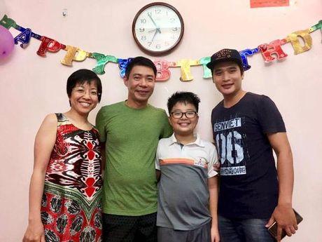 Cong Ly va ban gai vui ve ve chung vui trong ngay sinh nhat con trai Thao Van - Anh 2