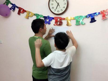 Cong Ly va ban gai vui ve ve chung vui trong ngay sinh nhat con trai Thao Van - Anh 3
