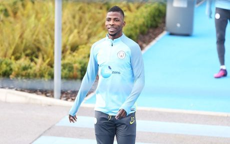 Chim bo cau 'pha dam' Man City truoc them derby Manchester - Anh 4