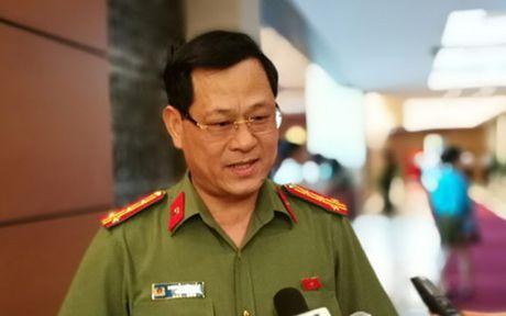 'Chat van' nguoi dau tien gio bang tranh luan tai hoi truong Quoc hoi - Anh 1