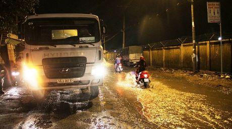 Thanh nien bi xe bon can chet tren doan duong 'dau kho' - Anh 2
