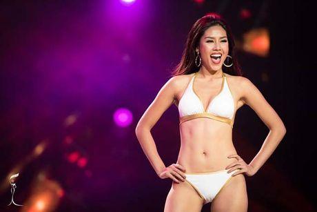 'Bong mat' ngam anh bikini cua Nguyen Thi Loan va cac thi sinh - Anh 2