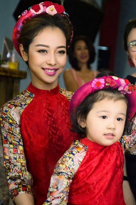Choang voi mat moc cua Jennifer Pham khi mang bau lan 3 - Anh 11