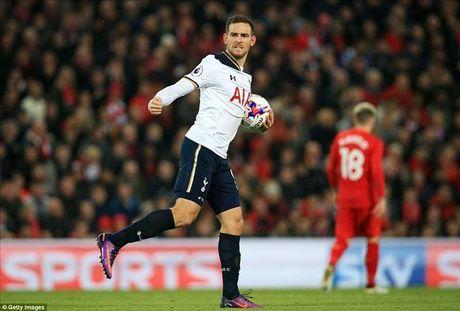 Liverpool 2-1 Tottenham: Daniel Sturridge sam vai nguoi hung - Anh 4