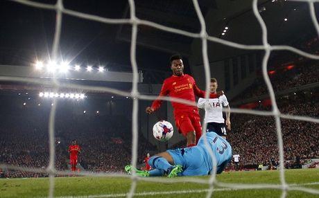 Kich tinh phut chot, Liverpool danh bai Tottenham trong ngay Sturridge choi sang - Anh 1