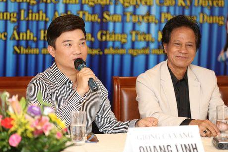 Quang Linh 'hoang hot' khi bi hoi chuyen bao gio lay vo - Anh 1