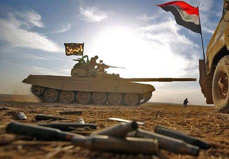Xe tang T-72M1 xung tran danh phien quan IS o Mosul - Anh 1