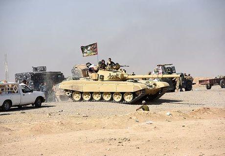 Xe tang T-72M1 xung tran danh phien quan IS o Mosul - Anh 2