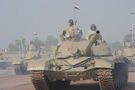 Xe tang T-72M1 xung tran danh phien quan IS o Mosul - Anh 5