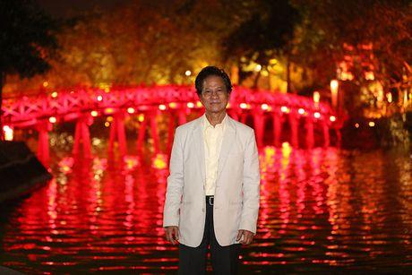 Che Linh duoc fan vay kin khi dao pho dem Ha Noi - Anh 12