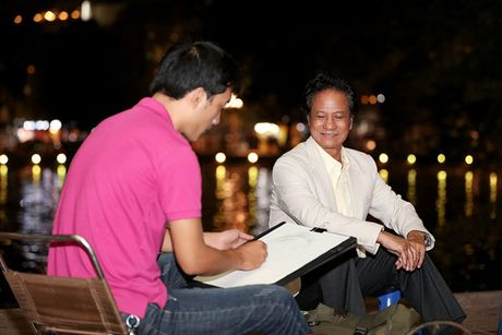 Che Linh duoc fan vay kin khi dao pho dem Ha Noi - Anh 7