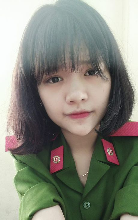 Nu sinh canh sat keu goi toan truong ung ho mien Trung - Anh 3