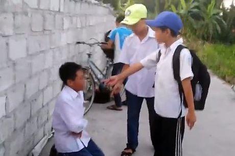 Nam sinh bi danh hoi dong vi khong nop tien an sang cho dan anh - Anh 2