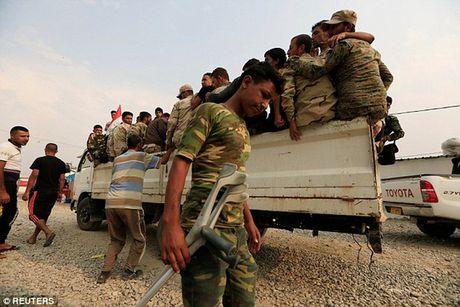 """Chua kip vung dao, dao phu IS bi """"ke ban tia Mosul"""" triet ha - Anh 3"""