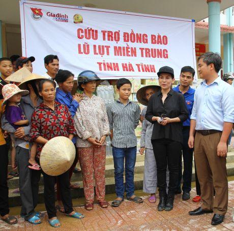 Bao Gia dinh & Xa hoi va cac nha hao tam: Cung nguoi dan mien Trung khac phuc hau qua sau lu du - Anh 2