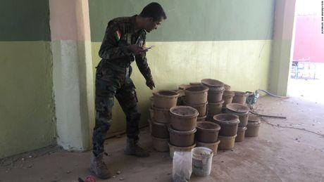 Pha bay min IS o Mosul: Nhung nguoi tay khong doi mat voi cai chet - Anh 1