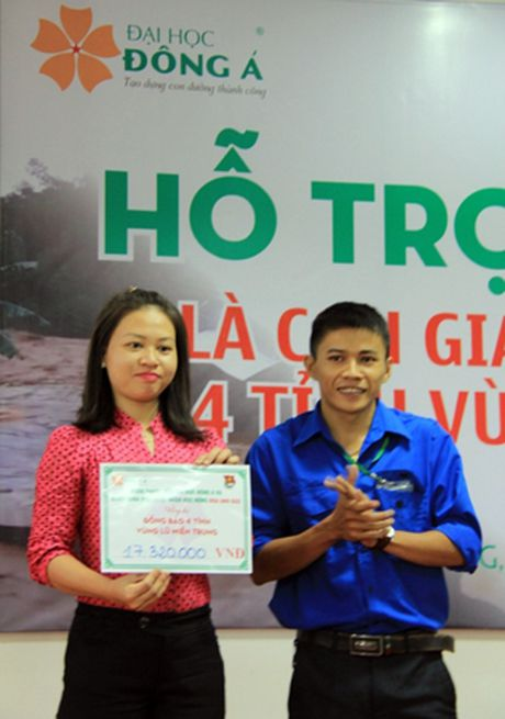 Hon 200 sinh vien con gia dinh dong bao vung ron lu mien Trung duoc ho tro hoc phi - Anh 3