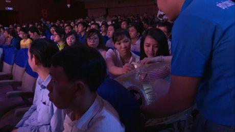 Dem nhac 'Trao goi yeu thuong' ung ho dong bao mien Trung bi lu lut - Anh 5