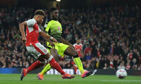 "Arsenal – Reading: So dien cua ""kep phu"" - Anh 1"