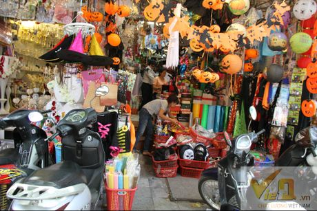 Thi truong Halloween: Moi mat tim hang 'made in Viet Nam' - Anh 1