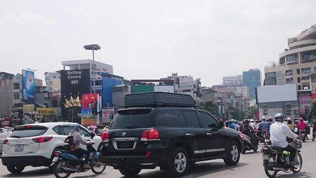 Tiep vu nhap xe sang dien bieu tang: Dinh gia lai hang tram ty dong - Anh 1