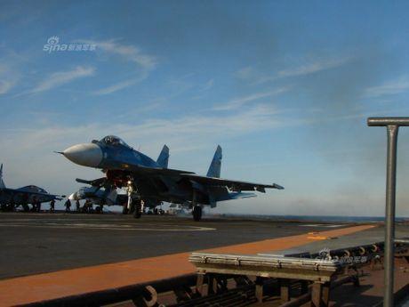 Tiem kich Su-33 xuat kich, Dia Trung Hai tang nhiet - Anh 10