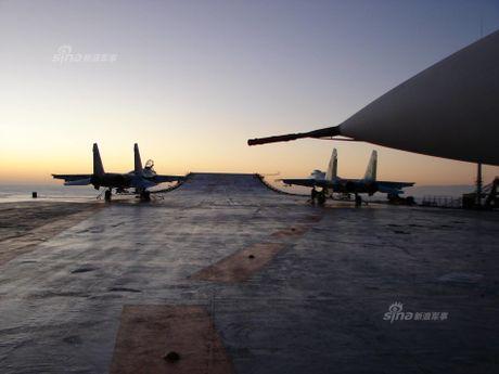 Tiem kich Su-33 xuat kich, Dia Trung Hai tang nhiet - Anh 12