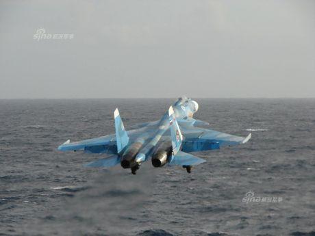 Tiem kich Su-33 xuat kich, Dia Trung Hai tang nhiet - Anh 2