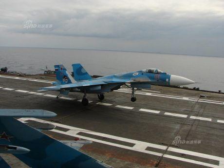 Tiem kich Su-33 xuat kich, Dia Trung Hai tang nhiet - Anh 3