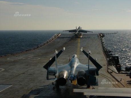 Tiem kich Su-33 xuat kich, Dia Trung Hai tang nhiet - Anh 4