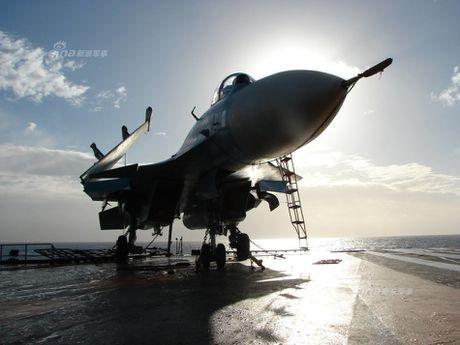 Tiem kich Su-33 xuat kich, Dia Trung Hai tang nhiet - Anh 5