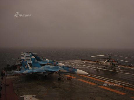 Tiem kich Su-33 xuat kich, Dia Trung Hai tang nhiet - Anh 8