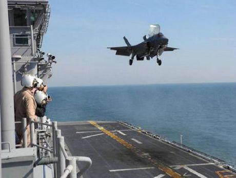 My trien khai tau do bo co kha nang cho may bay F-35 toi Nhat Ban - Anh 1