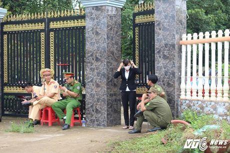 Bo Cong an vao cuoc vu vo, con truong ban dan van bi sat hai - Anh 1
