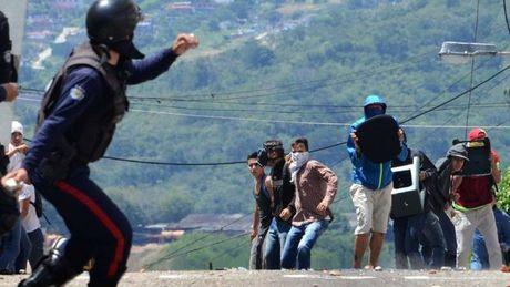 Tong thong Venezuela Maduro dong y hoi dam voi phe doi lap - Anh 2