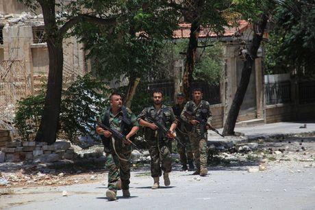 Video chien su Aleppo: Ve binh Syria thoc sau sao huyet phien quan - Anh 1