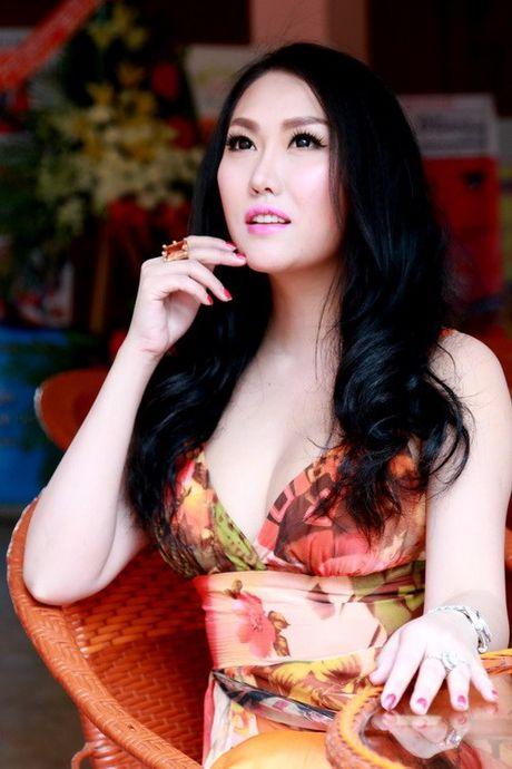 Nhung my nhan Viet da dung 'hang gia' lai con hay khoe - Anh 9