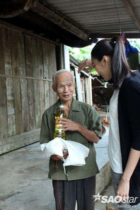 Vua tro ve tu Han Quoc, Lan Khue va Mai Ngo lap tuc den Ha Tinh cuu tro - Anh 13