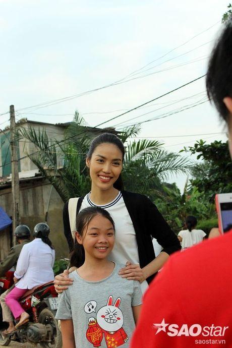 Vua tro ve tu Han Quoc, Lan Khue va Mai Ngo lap tuc den Ha Tinh cuu tro - Anh 15