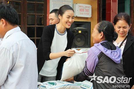 Vua tro ve tu Han Quoc, Lan Khue va Mai Ngo lap tuc den Ha Tinh cuu tro - Anh 9