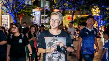 Lou Hoang lam nao loan pho di bo khi chap nhan thu thach 'doc - la' cua thay OnlyC - Anh 3