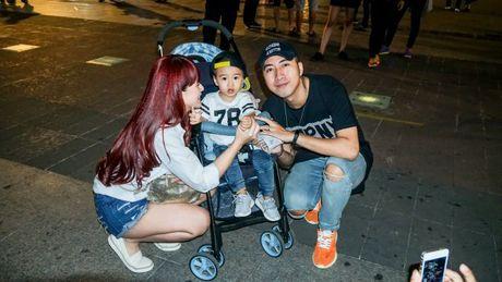 Lou Hoang lam nao loan pho di bo khi chap nhan thu thach 'doc - la' cua thay OnlyC - Anh 5
