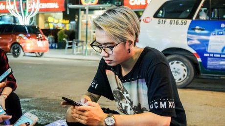 Lou Hoang lam nao loan pho di bo khi chap nhan thu thach 'doc - la' cua thay OnlyC - Anh 6