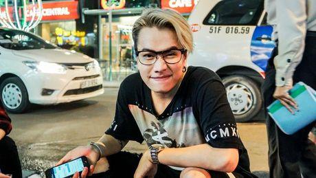 Lou Hoang lam nao loan pho di bo khi chap nhan thu thach 'doc - la' cua thay OnlyC - Anh 7