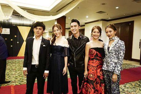 Kha Ngan than thiet voi dan dien vien 'Tuoi noi loan' trong tuan le Asian tai Malaysia - Anh 4