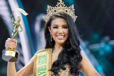Nguoi dep Indonesia dang quang Hoa hau Hoa binh Quoc te - Anh 1
