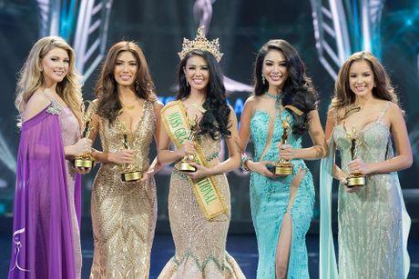 Nguoi dep Indonesia dang quang Hoa hau Hoa binh Quoc te - Anh 2