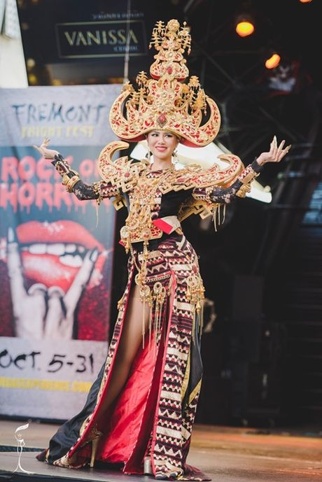 Nguoi dep Indonesia dang quang Hoa hau Hoa binh Quoc te - Anh 3