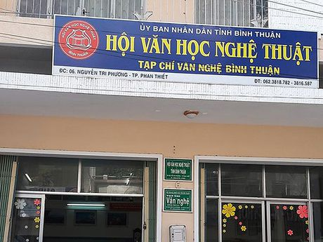 Chu tich Hoi VHNT Binh Thuan duyet khong 1 ti dong - Anh 2